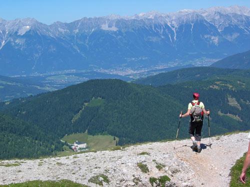 voorbij de top gaat het steil omlaag