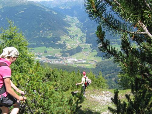 onder in het dal ligt Matrei am Brenner