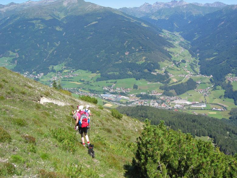 we zoeken een pad over de berghelling