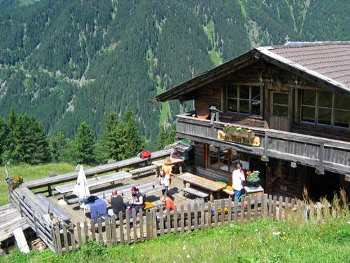 een klein terrasje bij de Bacherwandalm