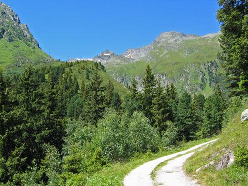 we lopen verder het dal in richting de Ochsenalm