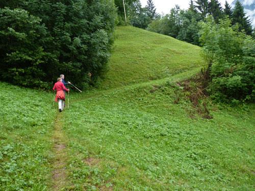 Over de Alpenwei bij Plazera met zicht op Raggal