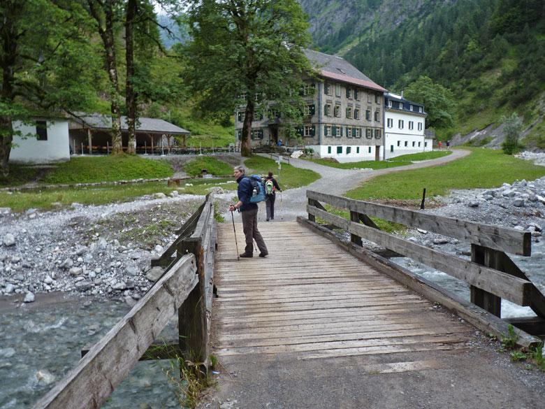 afdaling naar het prachtig gelegen Gasthof Bad Rotenbrunnen