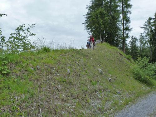 boven op de dijk zien we de Murbruch voor ons liggen