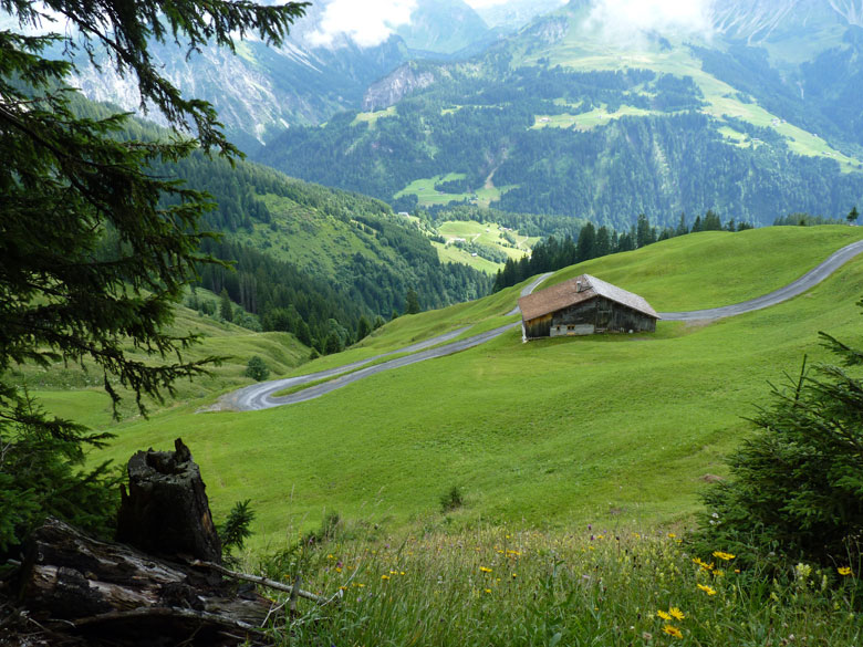 prachtige glooiende hellingen boven het Grosses Walsertal