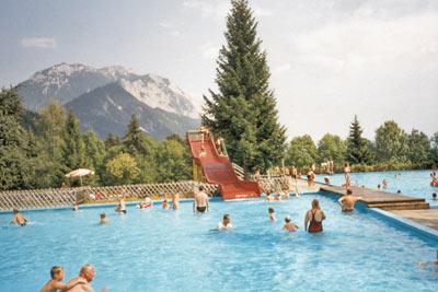 zwembad naast de camping