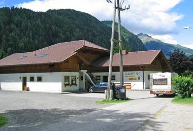 hoofdgebouw op de camping