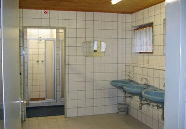 zeer schoon en modern sanitair