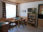 astenkamer met TV, DVD, bibliotheek en toeristische informatie