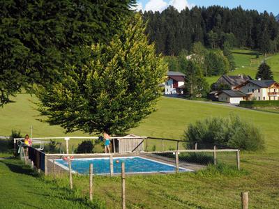 klein zwembad met groots uitzicht