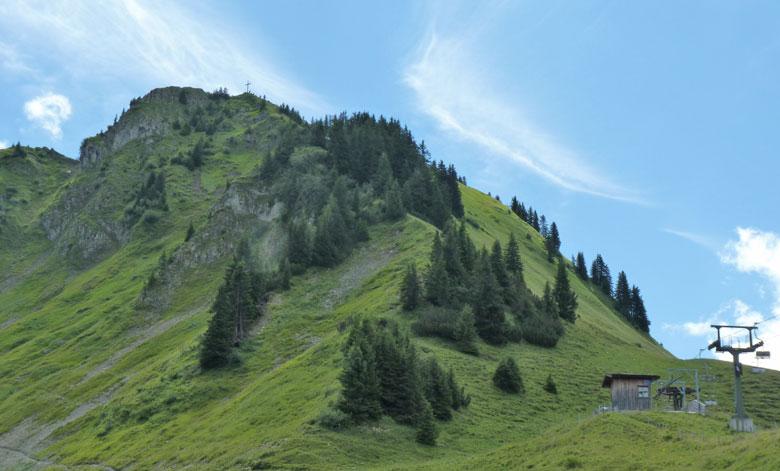 het topkruis van de Glattmar is vanaf hier al zichtbaar