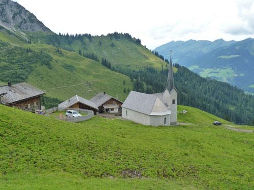 een mooi kerkje, een paar boerderijen....