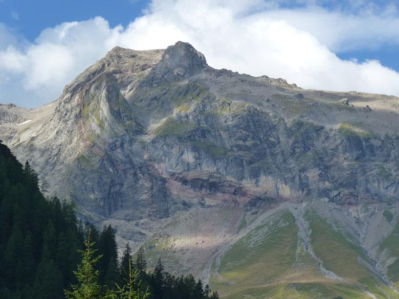 in de Mottakopf rotswand een mooie laag rood gesteente