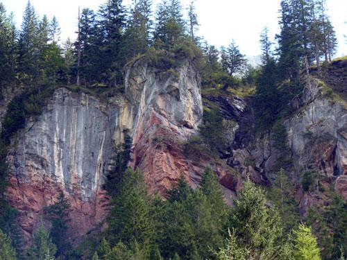 weer die rode kleur in het gesteente