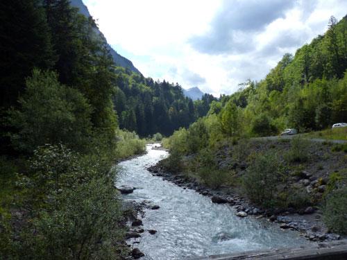 bij de stuwdam steken we de Alvierbach over