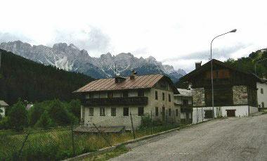 Eén van de vele Italiaanse dorpjes die we passeren