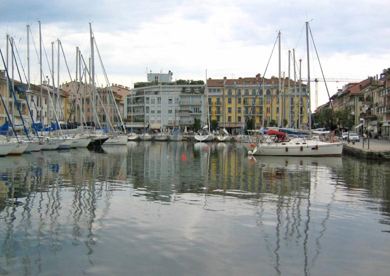 Haven in het centrum van Grado
