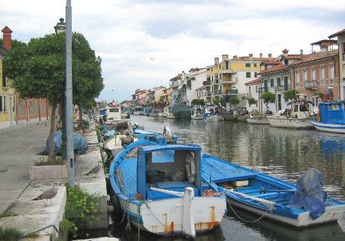 Het kanaal richting open zee; de Laguna di Grado