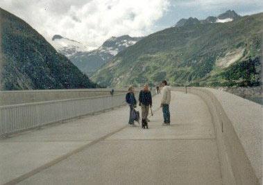 Op de 200m hoge dam genieten van het uitzicht op de vele gletsjers van de Hohe Tauern