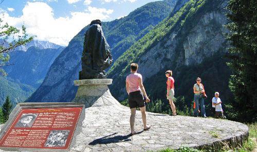 Standbeeld op de Vrsic Pass