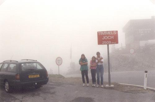 helaas ligt de top in een wolk. Geen uitzicht en bitter koud