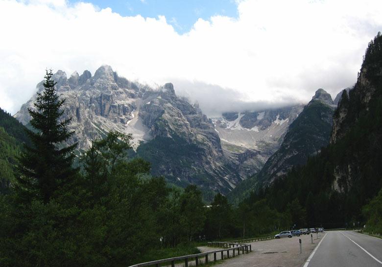 midden tussen de prachtige bergtoppen