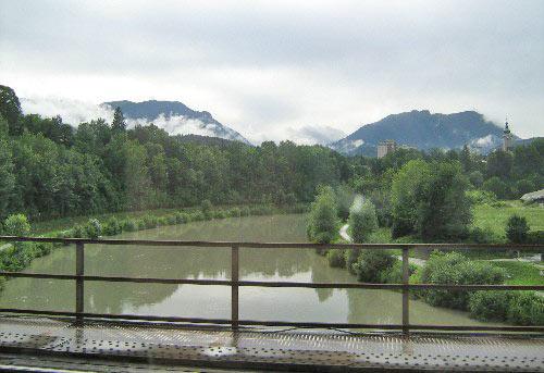 Uitzicht vanuit de trein op de Drau