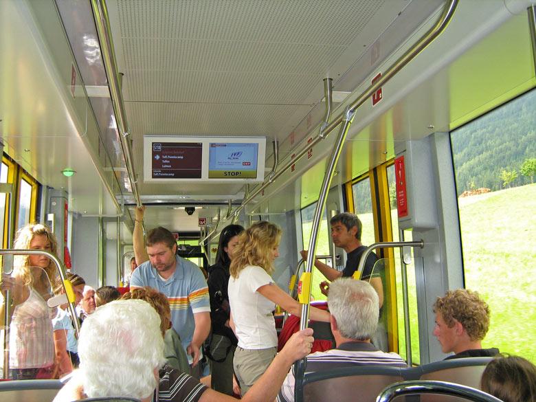 drukte in de tram/trein naar Innsbruck
