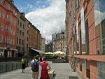 nieuw aangelegd plein met gezellige terrasjes