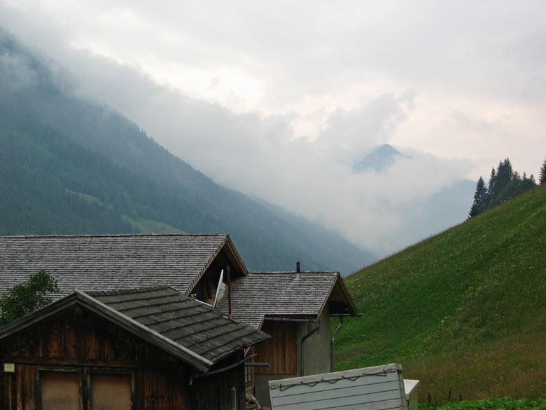 vanaf de parkeerplaats Touristenrast kunnen we iets van de bergwereld zien