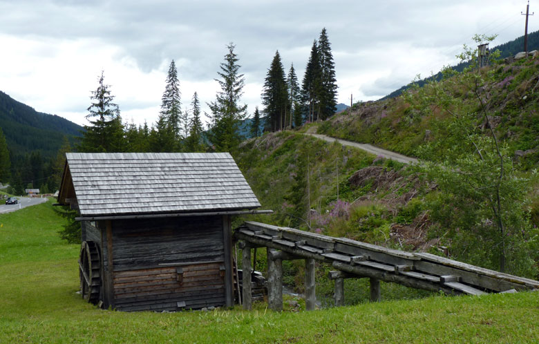 een van de vele watermolens in het Lesachtal