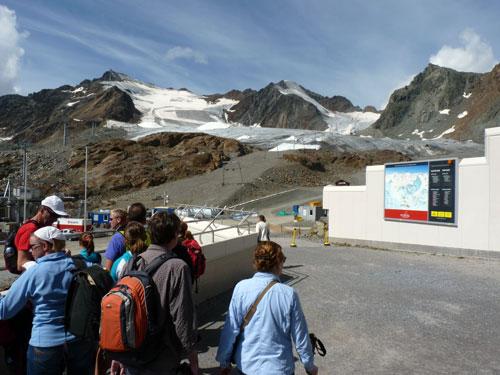 recht tegenover het Bergstation de hoogste top van Tirol; De Wildspitze