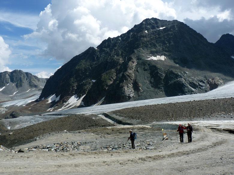 weg door de gletsjer met op de achtergrond de Linker Fernerkogel