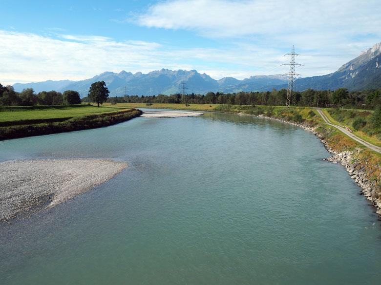 de Rijn is de grens tussen Oostenrijk en Zwitserland
