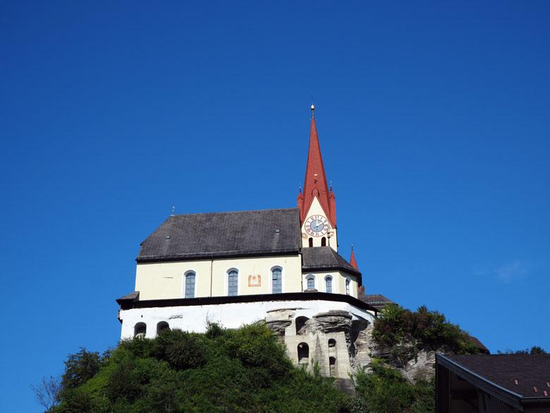 Basilika Rankweil hoog boven de stad