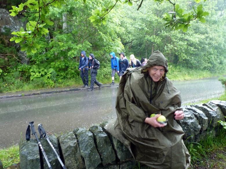 even een appeltje eten in de stromende regen