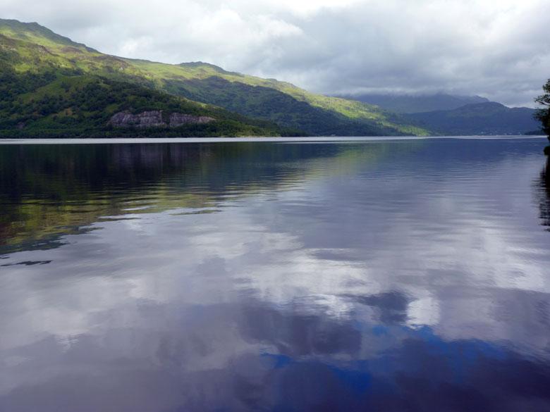 Loch Lomond in de vroege ochtend