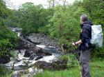 in de morgen gaan we door een afwisselend gebied en volgen de Falloch met overal prachtige watervallen