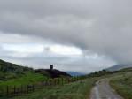 mooie wolken trekken over en geven de omgeving een mistiek tintje