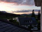uitzicht vanuit onze kamer over de Orchy bij avond