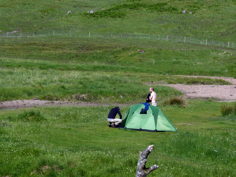 onze Hollandse vrienden kamperen bij de rivier