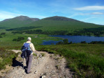 beneden ligt het mooie Loch Tulla. We gaan omlaag en er dan omheen