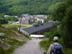 de reisgids: The entrance to Kinlochleven is a shock