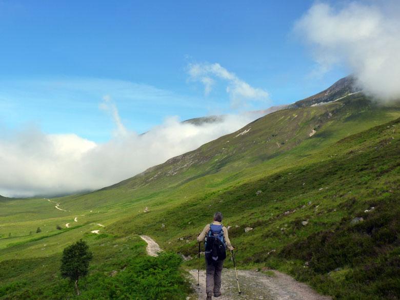eenvoudige maar lange wandeling tussen de berghellingen