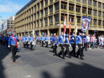 de Orange Walks Glasgow, veel strakke gezichten