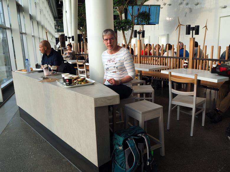 ontbijten op de luchthaven