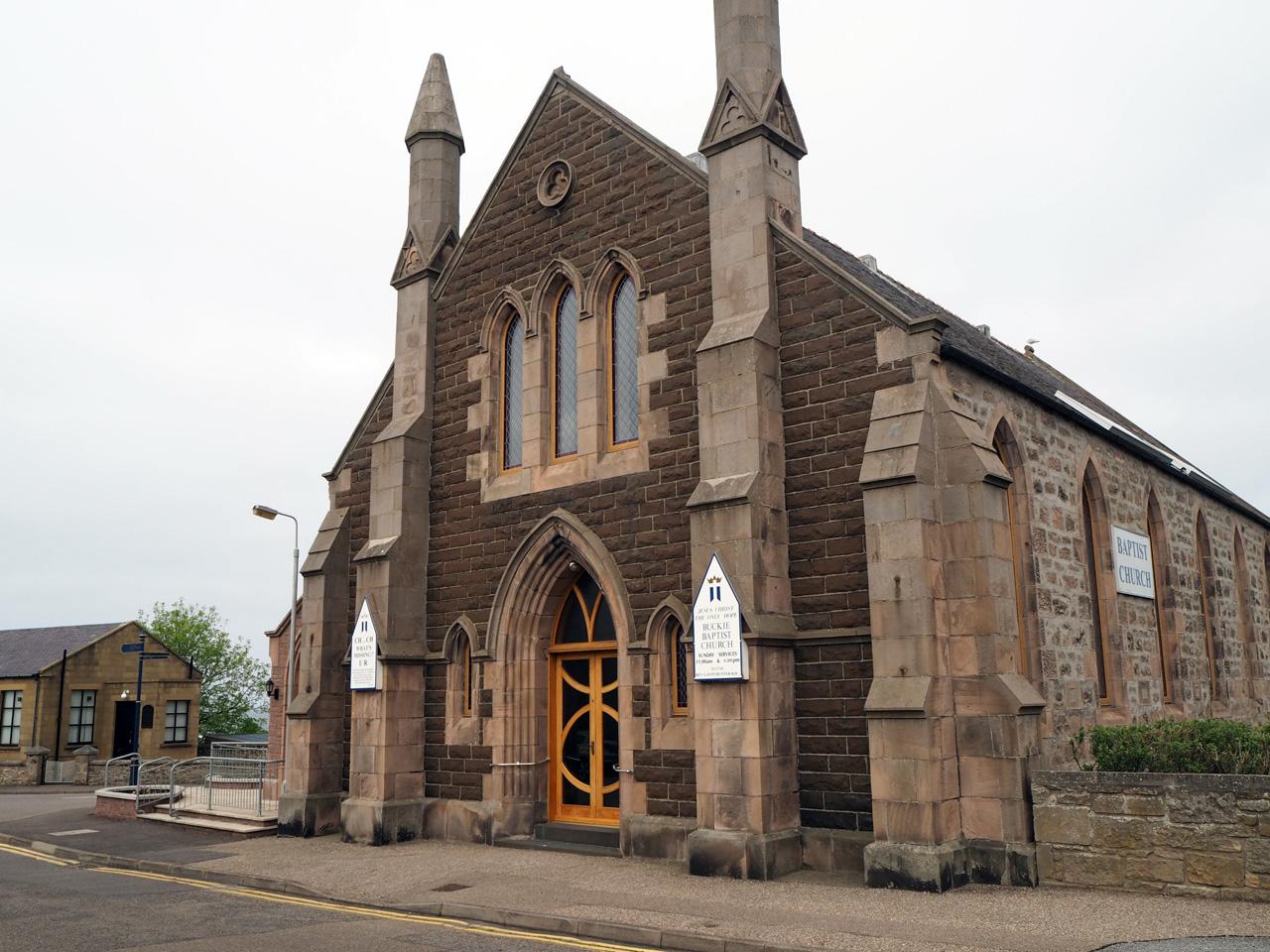 kerk in het centrum van Buckie