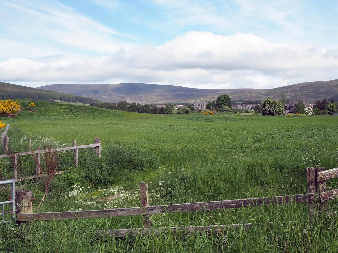 Cromdale met er achter de Cairngorms