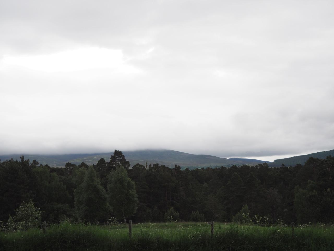jammer, de wolken hangen nog om de Cairngorms