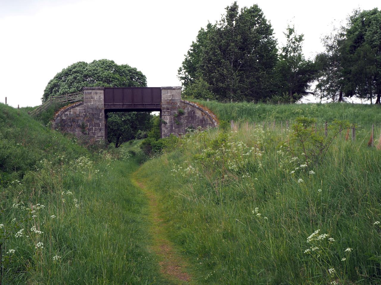 meer spoorbruggen en tunnels